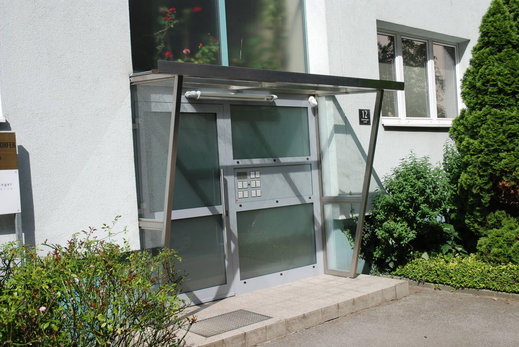 Wundervoll Vordach Hauseingang Modern Sammlung Von Mit Windschutz Für Edelstahl Glas