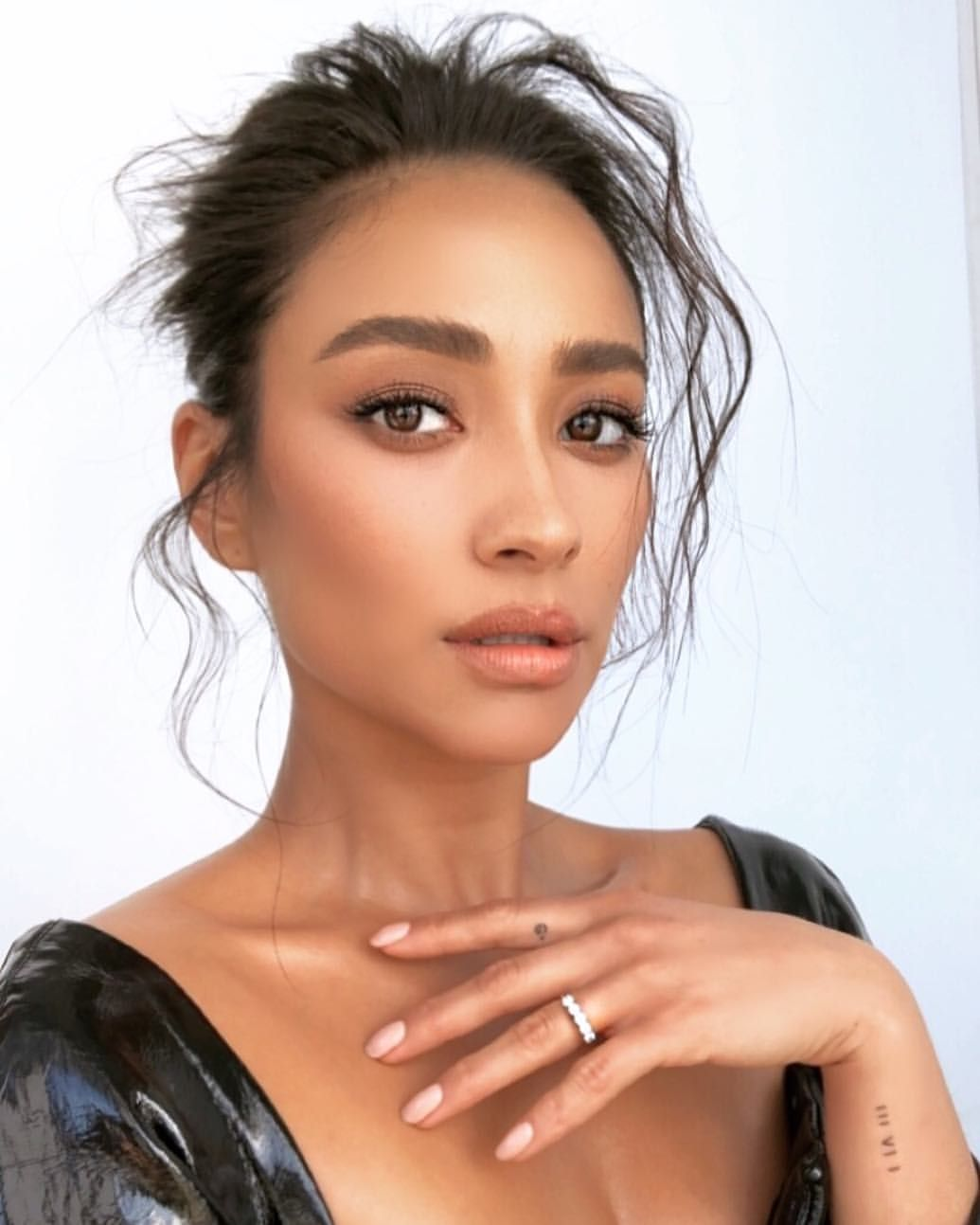 Pin By Shay On Hallway In 2019: Shay Mitchell Makeup