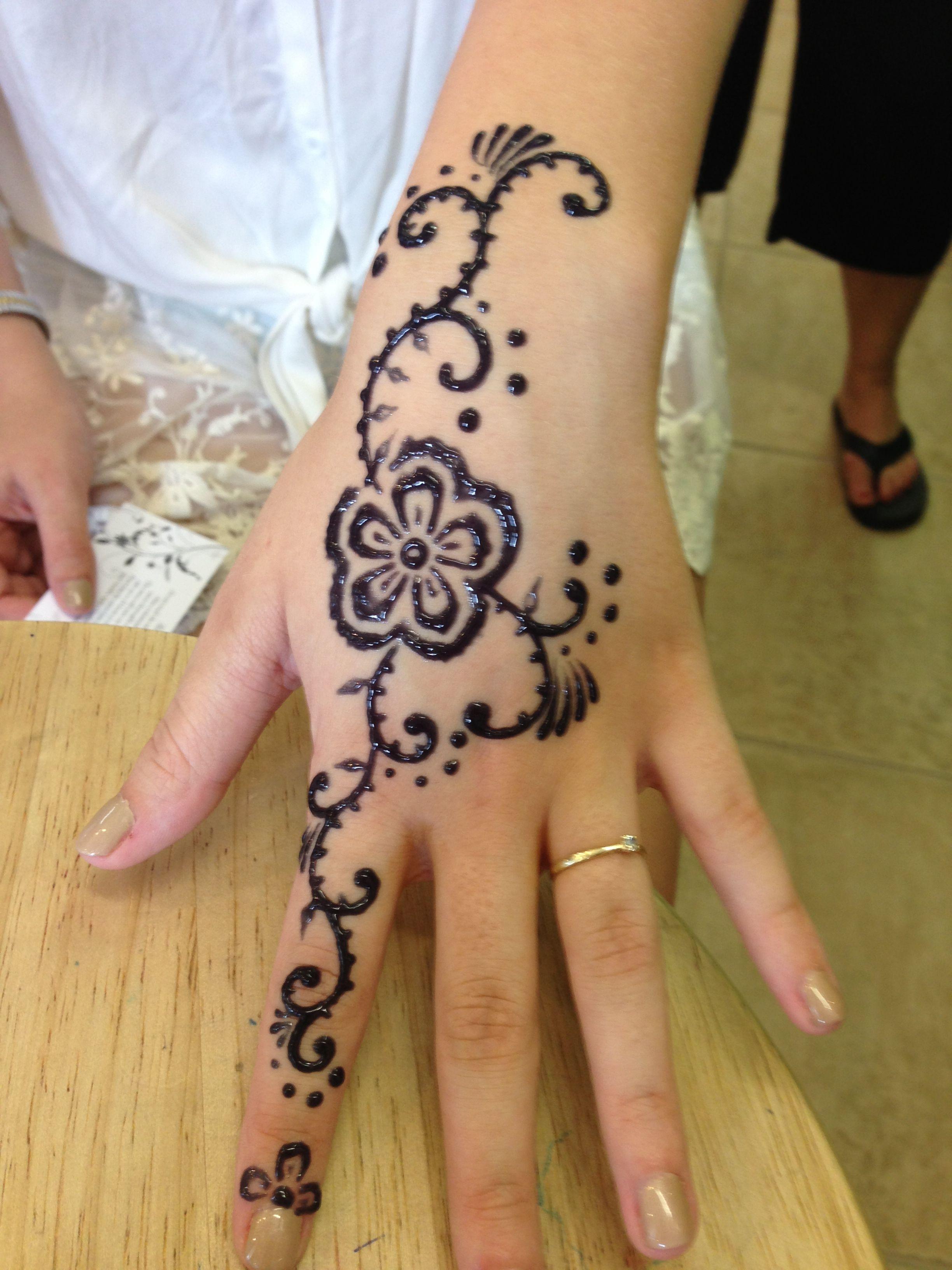 Light uv tattoos henna tattoo for - Freehand Henna Tattoo On The Hand