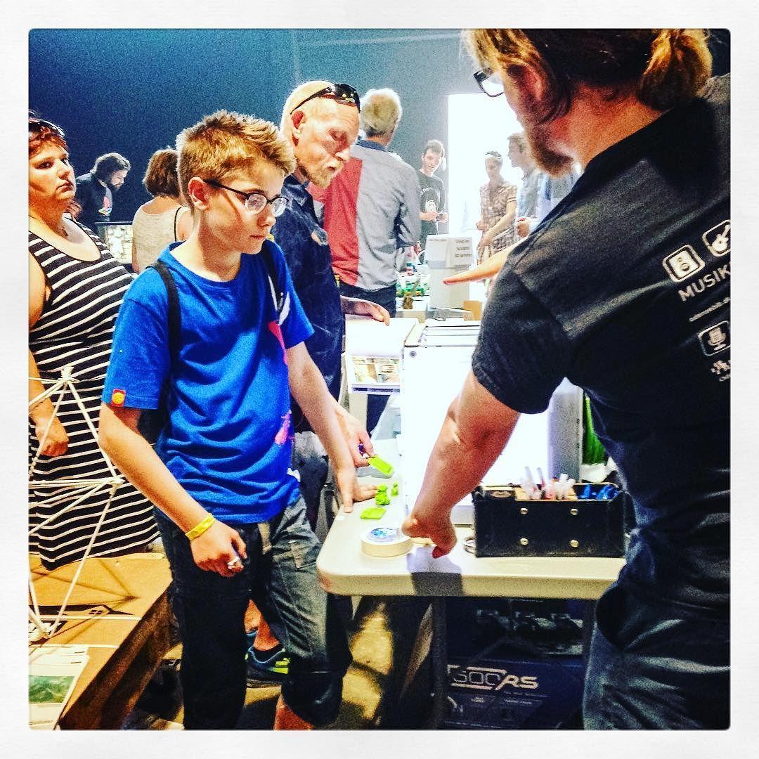 Something we liked from Instagram! Kom forbi FAF-bygningen på Havnekulturfestivalen. Her holder Odense Bibliotekerne til sammen med resten af MakerCity Festivalen. Mads og hans kolleger er klar til at fortælle om 3D-print elektronik robotter og andre spændende dimser @odensebib #madstegnerogfortæller #3dprinter #robolab #maker #makercityfestival #havnekulturfestival #dalumbibliotek #dalum #odensebibliotekerne #odense #mitodense #nyodense #pindleodense #iodense #thisisodense #library #denmark…
