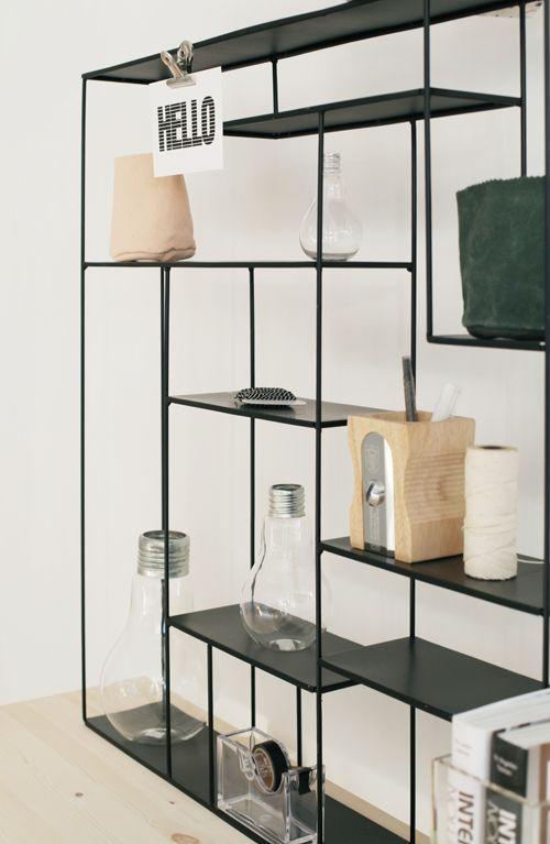 I mobili contenitori da giardino in metallo, invece, si inseriscono alla perfezione in un contesto in stile moderno. Pin Su Office Design Workspaces