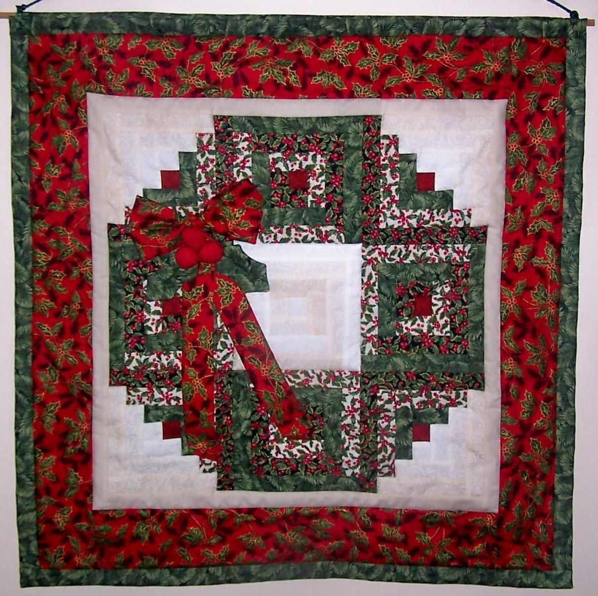 Quilt Pattern For Christmas Wreath : Christmas Log Cabin Wreath Meeting Log cabins, Wreaths and Christmas quilting