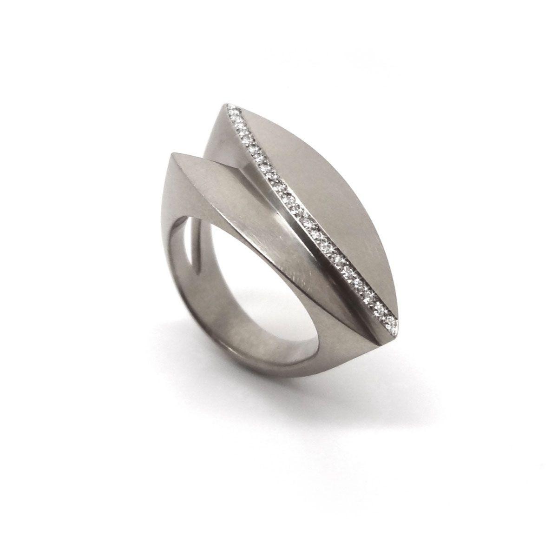 Angela Hubel - Brilliant Bloom Ring - Modern Gold & ORRO Contemporary Jewellery Glasgow - www.ORRO.co.uk
