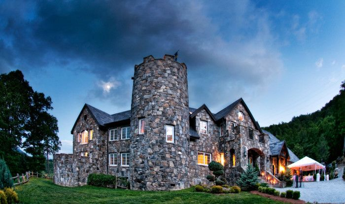 These 10 Spots To Get Married In North Carolina Will Blow Guests Away Wedding Venues North Carolina Castle Wedding Venue Places To Get Married