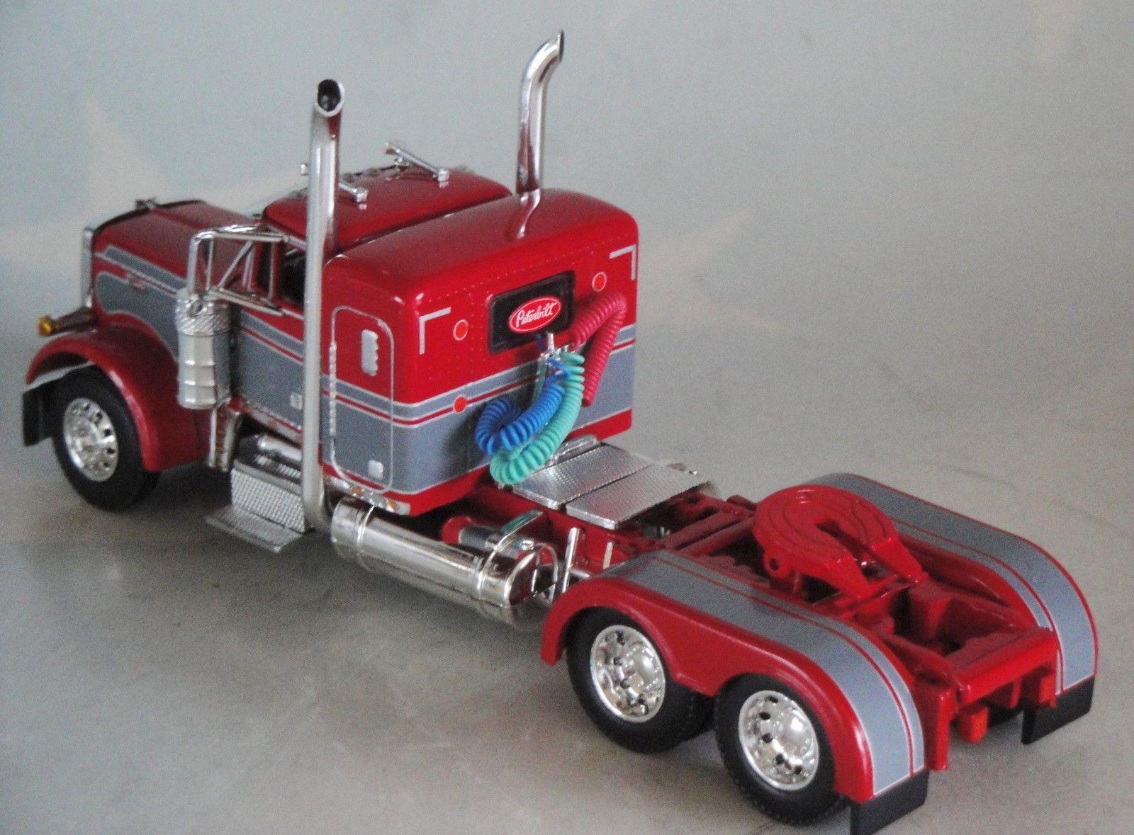 Nice paint scheme red peterbilt 379 small bunk day cab 1 64 dcp diecast