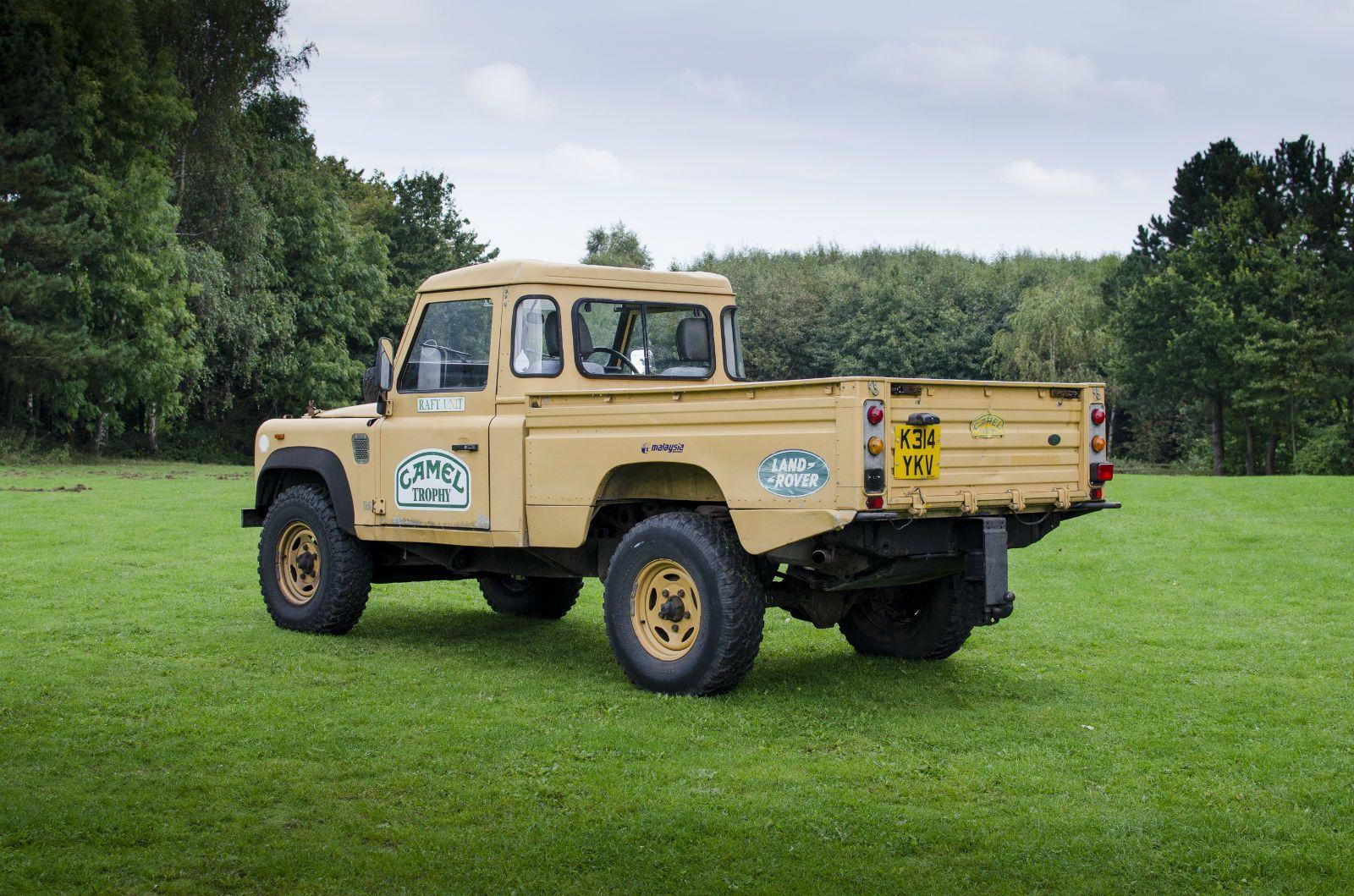 land rover 110 defender camel trophy land rovers then. Black Bedroom Furniture Sets. Home Design Ideas
