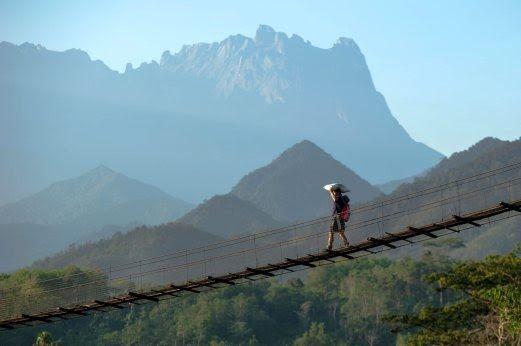 Terkeren 30 Lukisan Pemandangan Gunung Kinabalu Menyelongkar Khazanah Kampung Togudon Bhplus Berita Harian Download Iti In 2020 Natural Landmarks Landmarks Travel