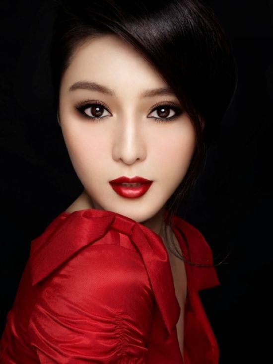 Red lips; smothering eyes | Makeup | Red lip makeup ...