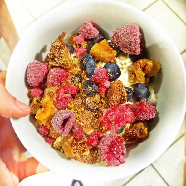 A perfect way to start a Friday, Gemma (lifestyle.choice on Instagram)! Delicious bowl of Greek Yoghurt topped with some Cinnamon & Kaizen Living Cacao Granola Dust with Frozen Raspberries, Blueberries & Dried Figs