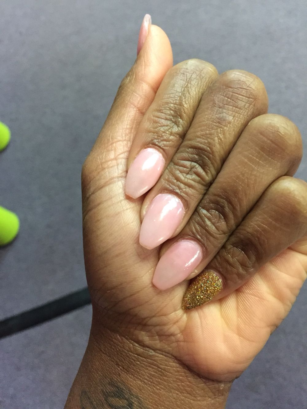 Pink and gold .... Stiletto pinky and coffin nails | Grabberzzzz ...