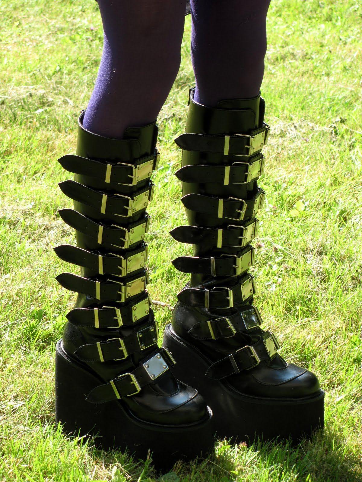 Demonia Swing 815 Boots - ✓