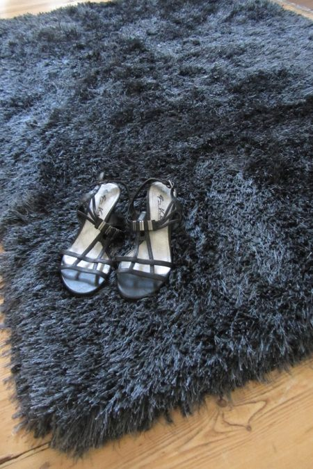 Best Cascade Slate Rug A Dark Charcoal Grey Shaggy Rug With 400 x 300