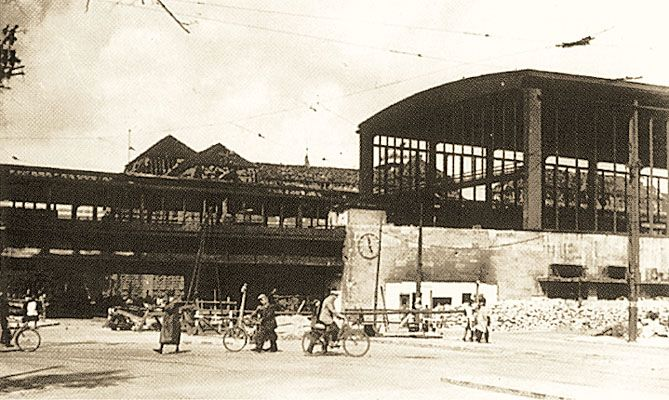 Vintage The Zoo Station sometime during the war Berlin in War and Peace Pinterest Zoos and Flak tower