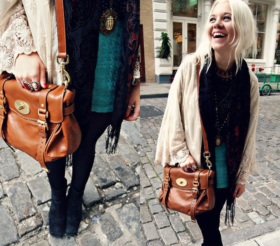 Hannah H, 18, US. Bag envy. Also a lovely color palate.
