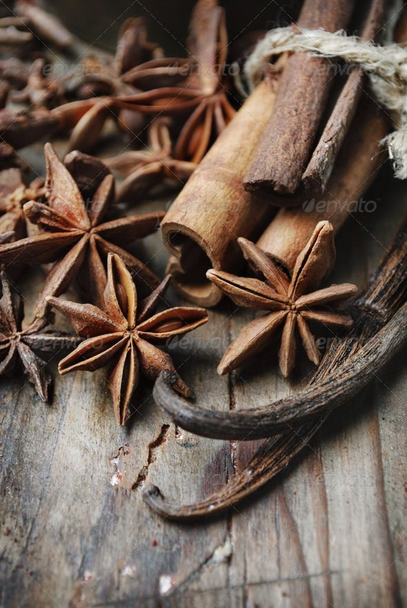 Spices By Hitdelight Anise Seed Cinnamon And Vanilla On Grunge Wooden Plank Anise Seed Spices Hitdelight Gewurze Vanille Zimt