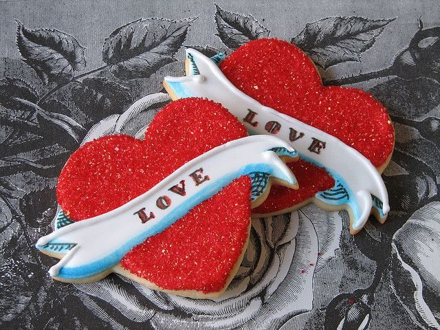 "Love Cookies- These would be cute with ""MOM"" in the banner too. Mothers day?  @Alena Gabelchenko"