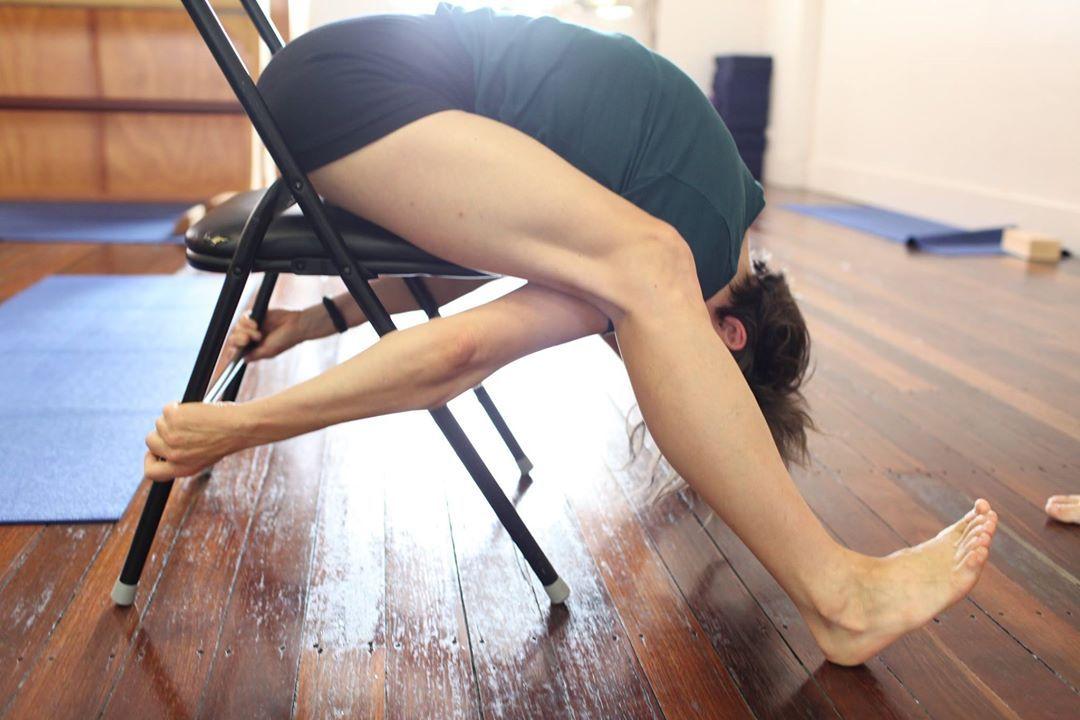 Ufficio Disegno Yoga : Kurmasana variation iyengar yoga pinterest esercizi con la