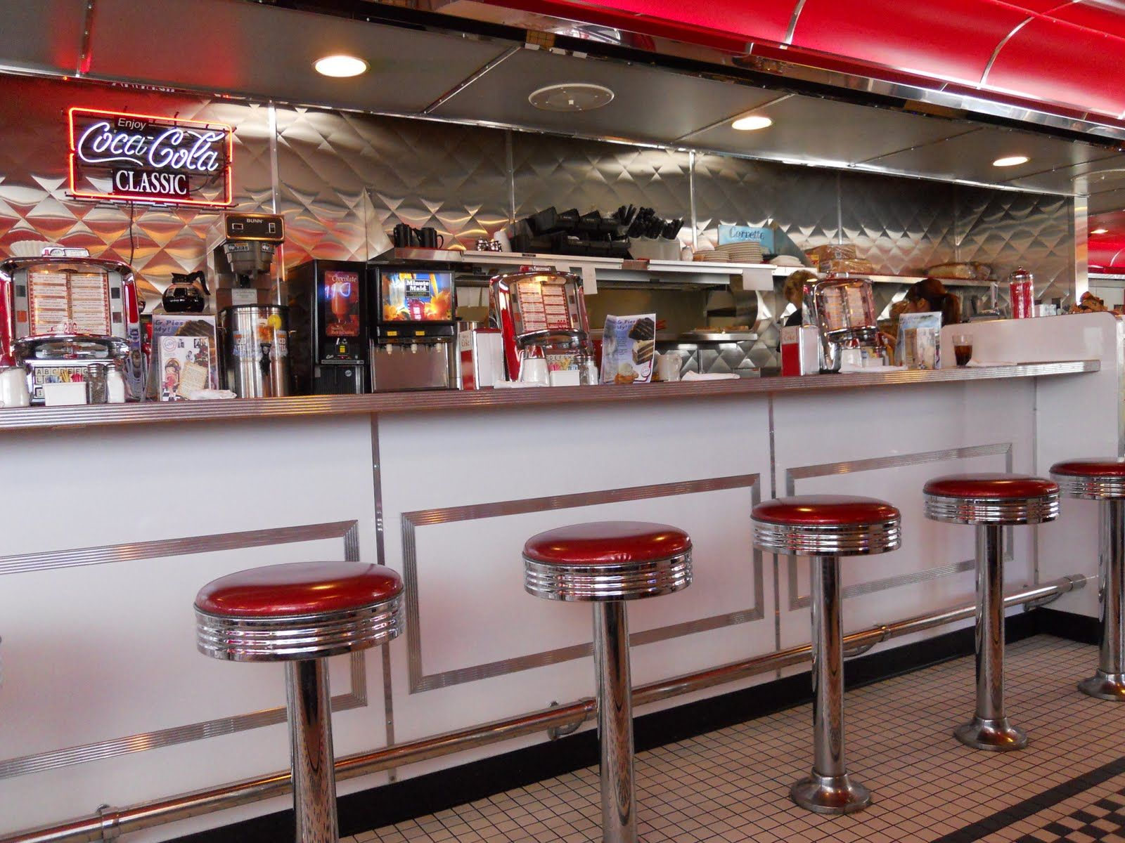 50S Diner Decor | ... breakfast on Sunday mornings. I really like ...