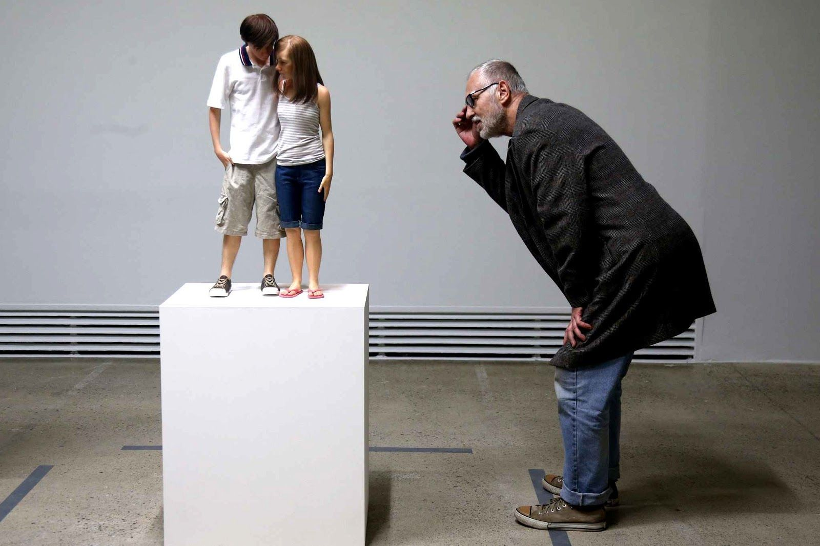 realistic sculputre by ron mueck 27 - Full Image