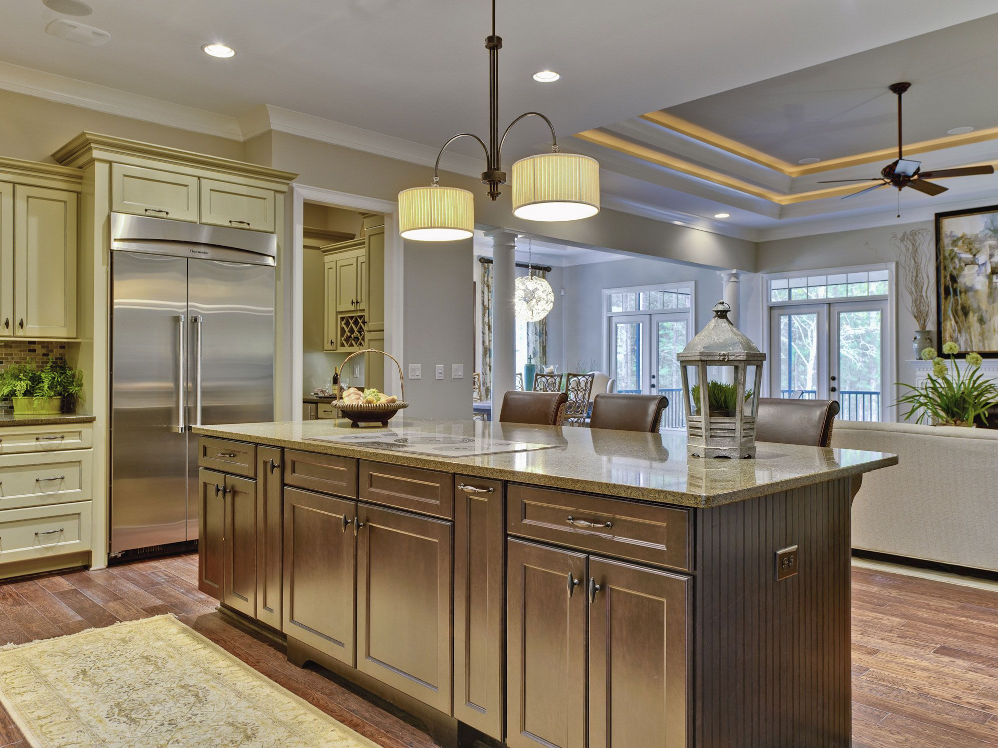Lighting wall color accessible beige by sherwin williams for Big island kitchen design