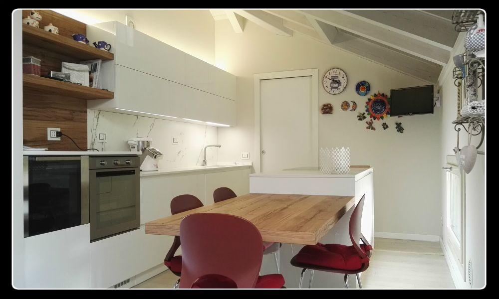 Cucina su Misura Key Sbabo Cucine. Finitura laccato bianco lucido ...