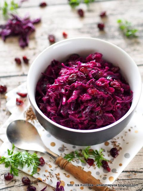 Smaczna Pyza Modra Kapusta Duszona Z Jablkiem I Zurawina Vegetable Salad Food Vegetarian Recipes