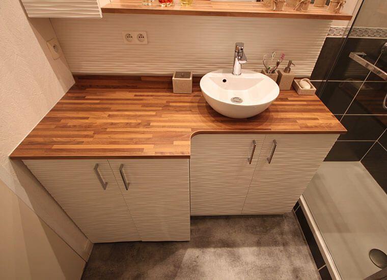 une salle de bains avec un meuble int grant le lave linge en 2019 salle de bains pinterest. Black Bedroom Furniture Sets. Home Design Ideas