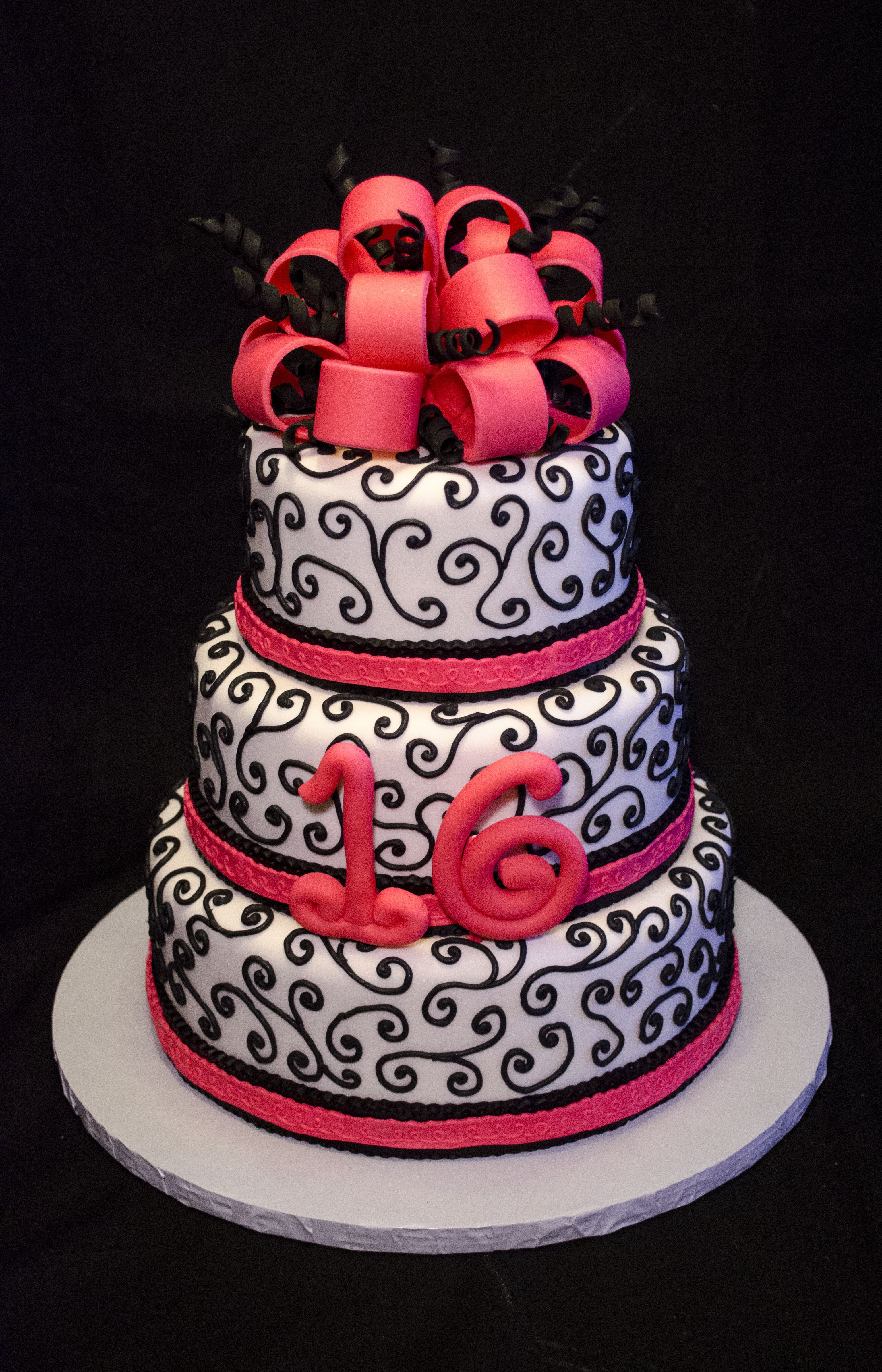 6 8 10 Inch Round Cakes Covered In Fondant And