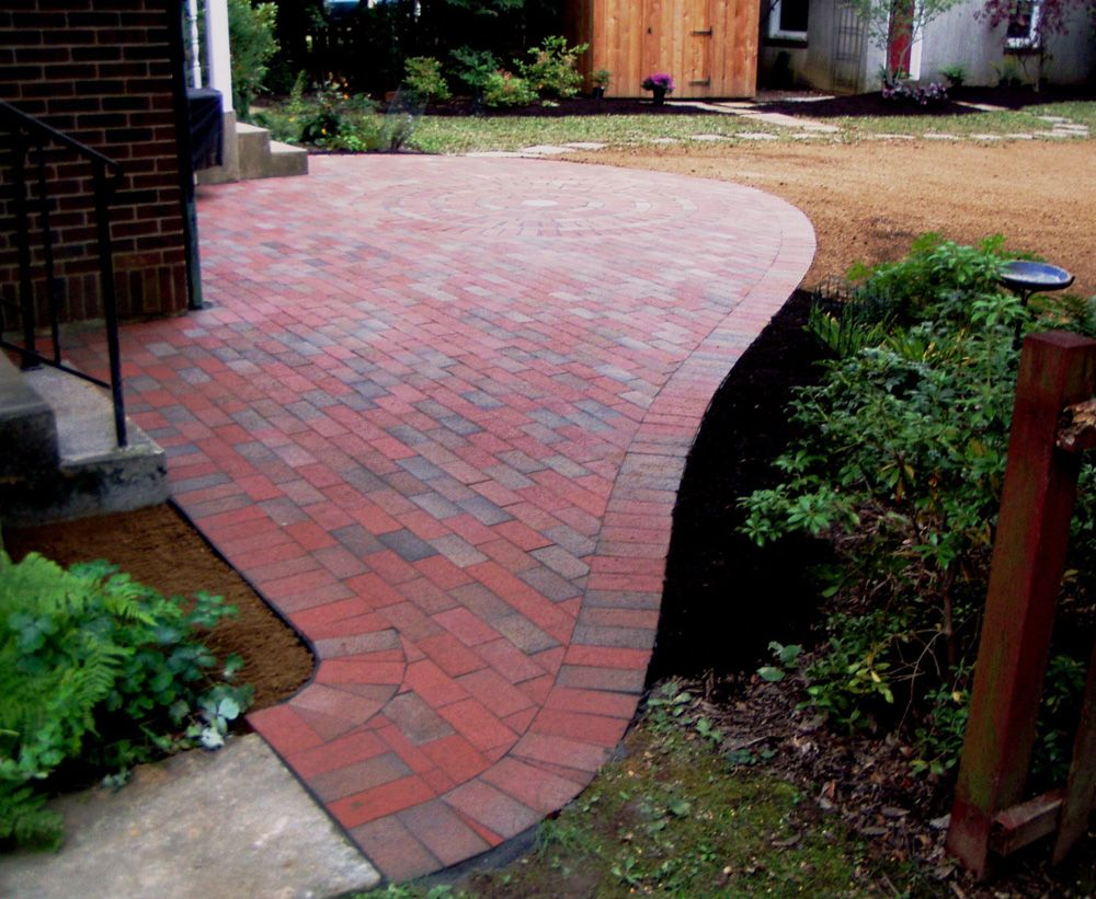 free form brick patio good example of cutting bricks to fit curve - Brick Patio Design