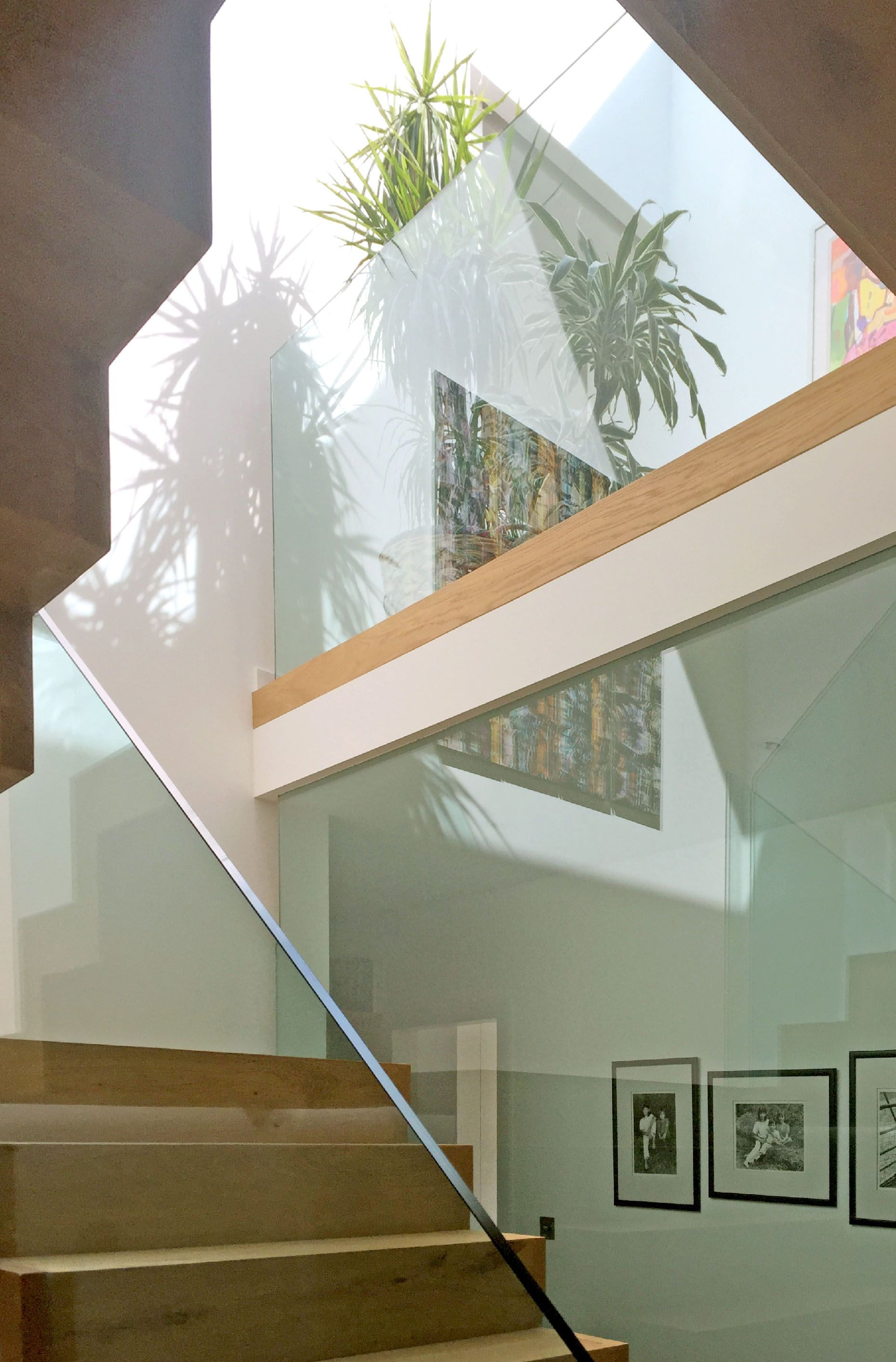 Best Glazed Staircase Allows Views Through To Others Floors For Maximum Light And Space Connectivity 400 x 300