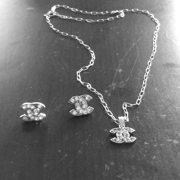 10kt White Gold Chanel Earrings Necklace Lovely Set I Was Told Diamonds When Purchased But Believe May Be Topaz Or Cubic Zirconia