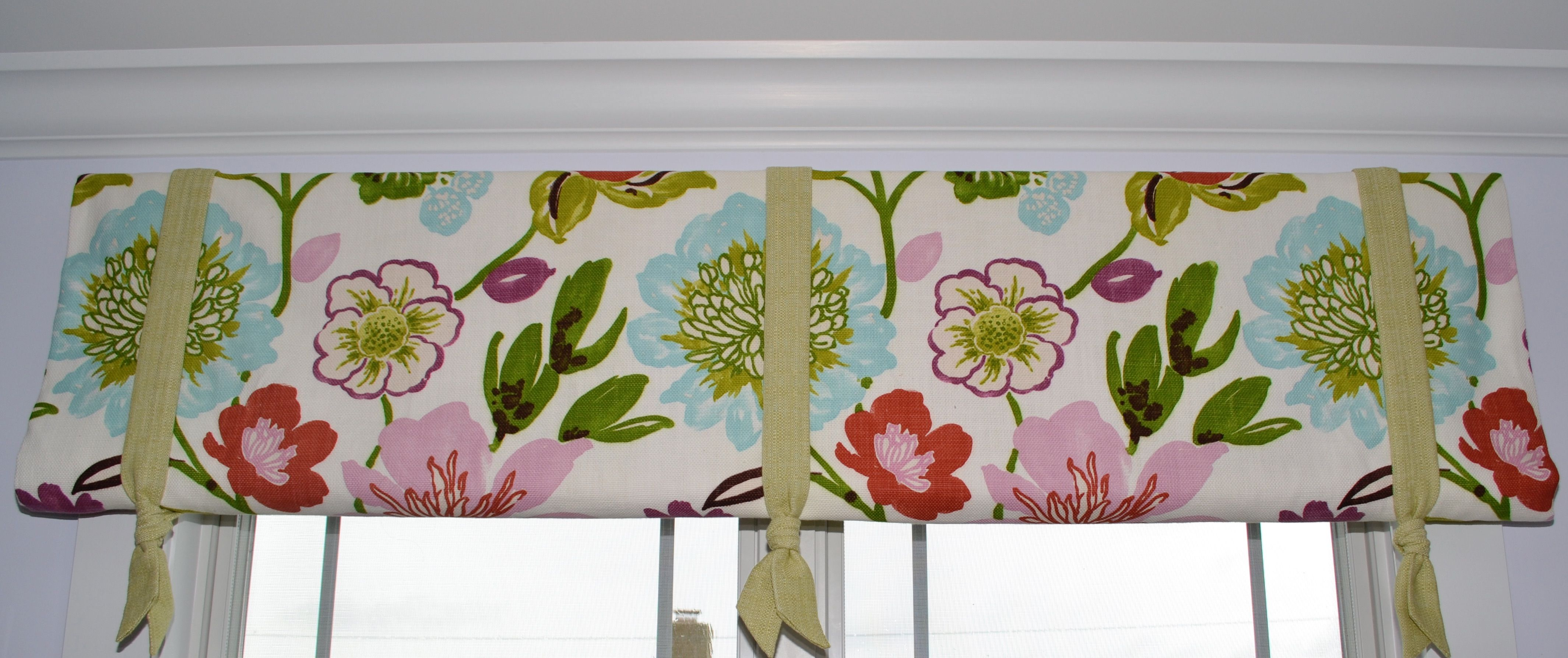 This simple valance is playful and fun but also shows off that not only can you use sparkle to be playful, but ribbons as well!