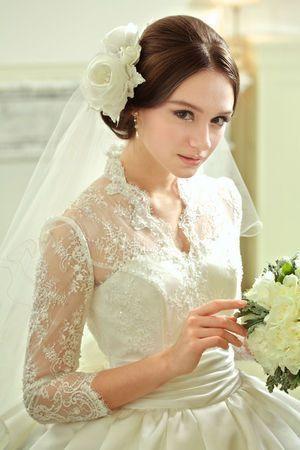 結局 王道が一番可愛いから 挙式の花嫁ヘアはすっきりアップスタイルで決まり にて紹介している画像 花嫁 ウェディング ブライダル