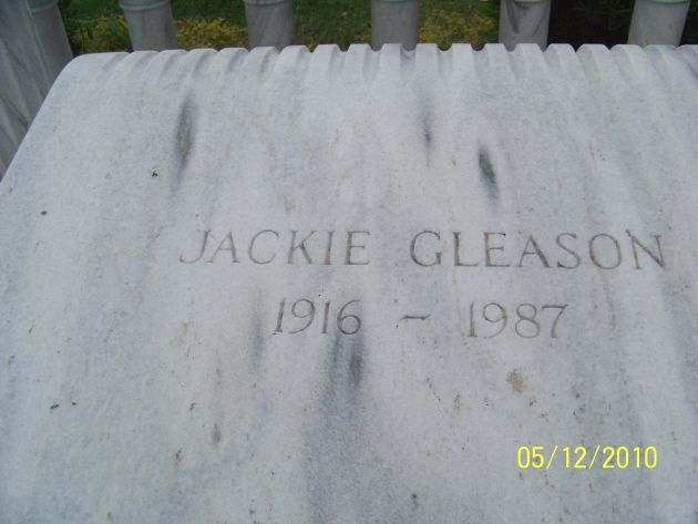 Jackie Gleason To The Moon Alice Jackie Gleason Famous Tombstones Famous Graves