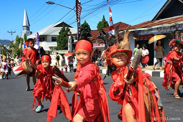Kabasaran dance by children in Tomohon, North Sulawesi