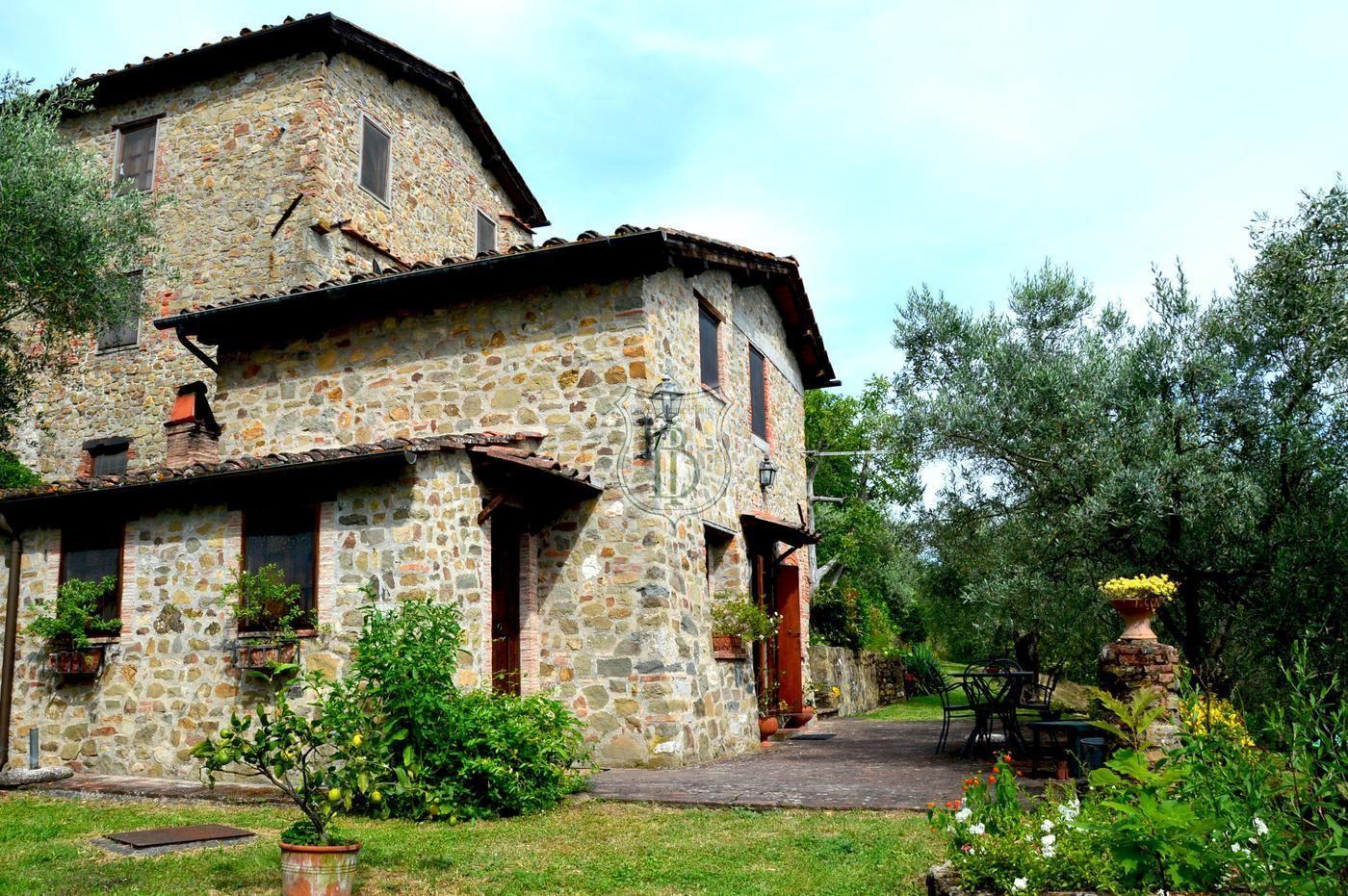 Casale Rustico ristrutturato in Vendita a Capannori