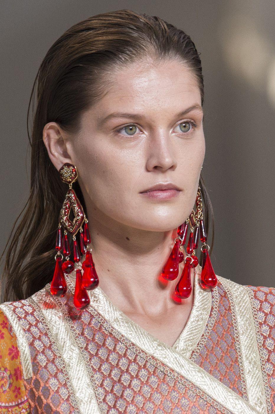 Etro At Milan Fashion Week Spring 2018 Jewelry Trends 2018