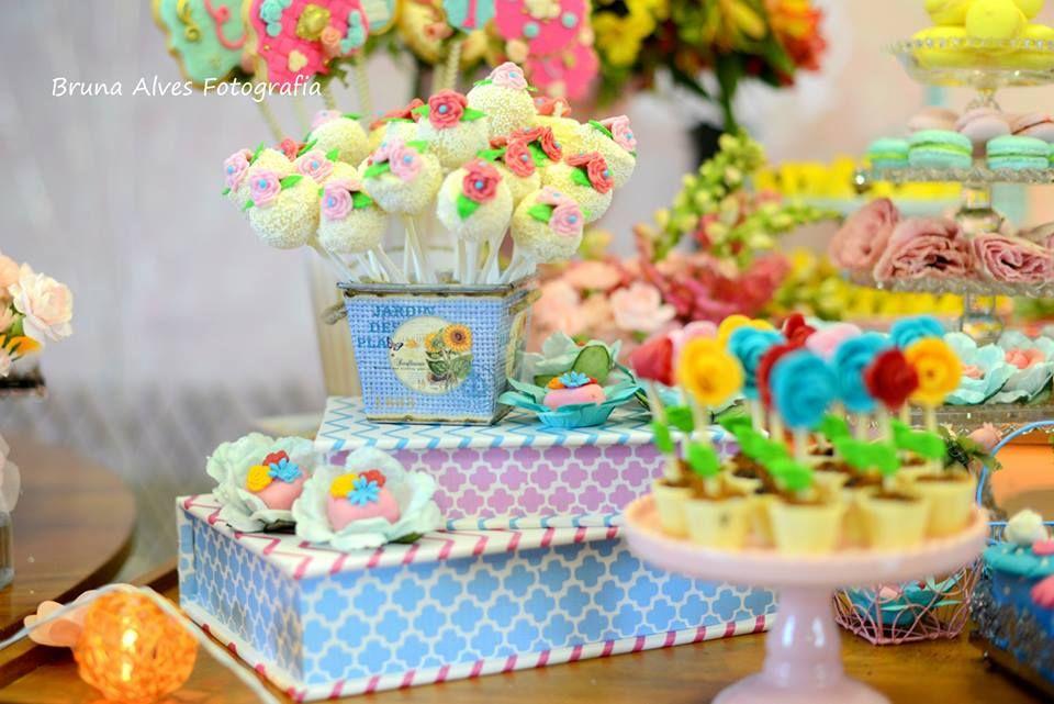 Pop cake e vasinhos de flores em chcolate