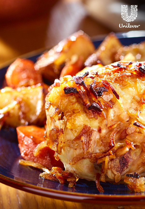A savory chicken dinner that's…easy? Lipton Recipe Secretes Onion Soup Mix does the trick to pack in the taste for this Onion-Roasted Chicken & Vegetables recipe.