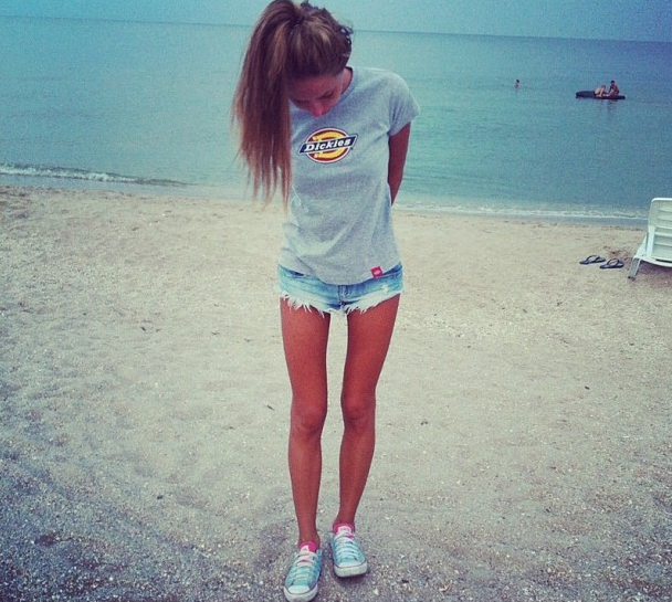 thinspo fitspo   these legs.. her legs are fucking GROSS but I like the picture.