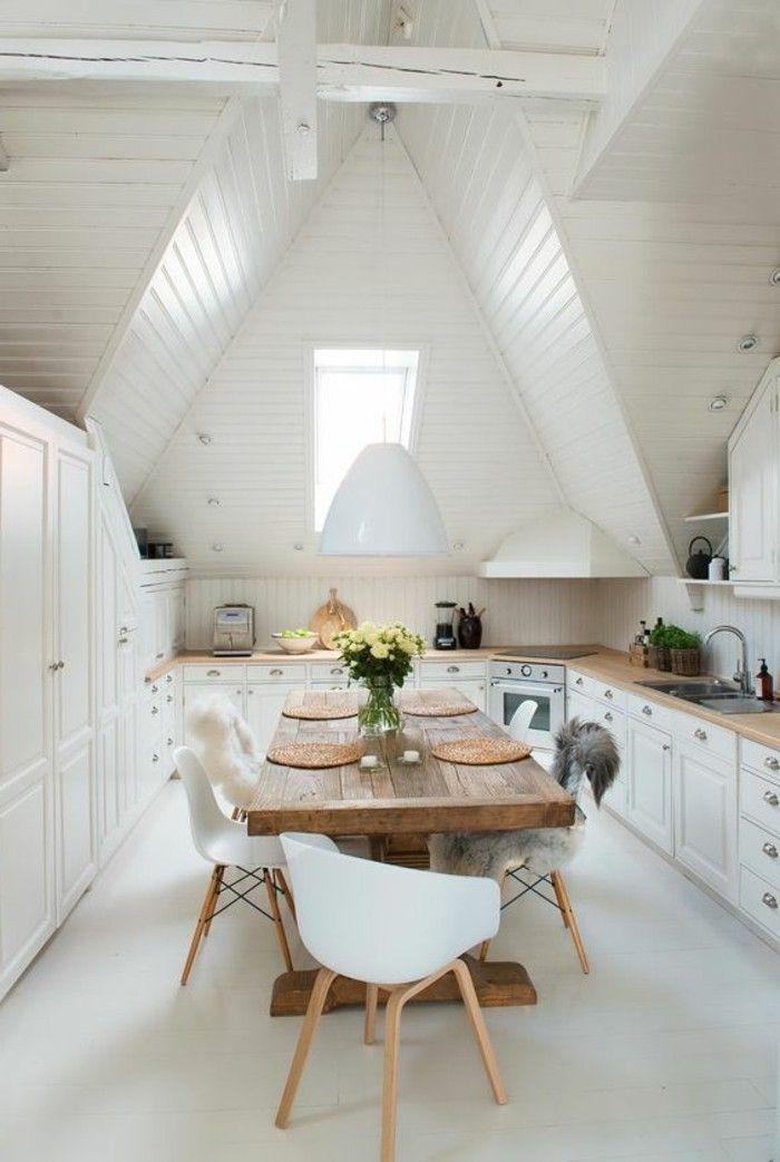 nice Salle à manger - jolie cuisine sous pente table en bois clair