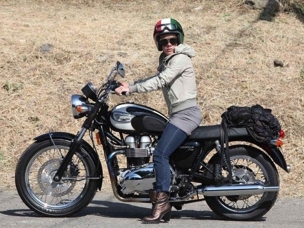 Pink-Triumph Bonneville T100   Motorcycle for Women