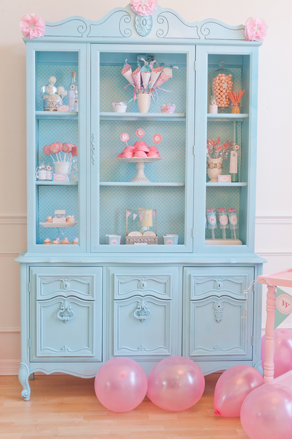 Display inspiration--if only I could paint my hutch--will do paper on the back walls! Hang pink \u0026 orange daisy garland for more color & Leclusedecor | ☆♥Mi Reyna Mildi♥☆ | Pinterest | Blue painted ...