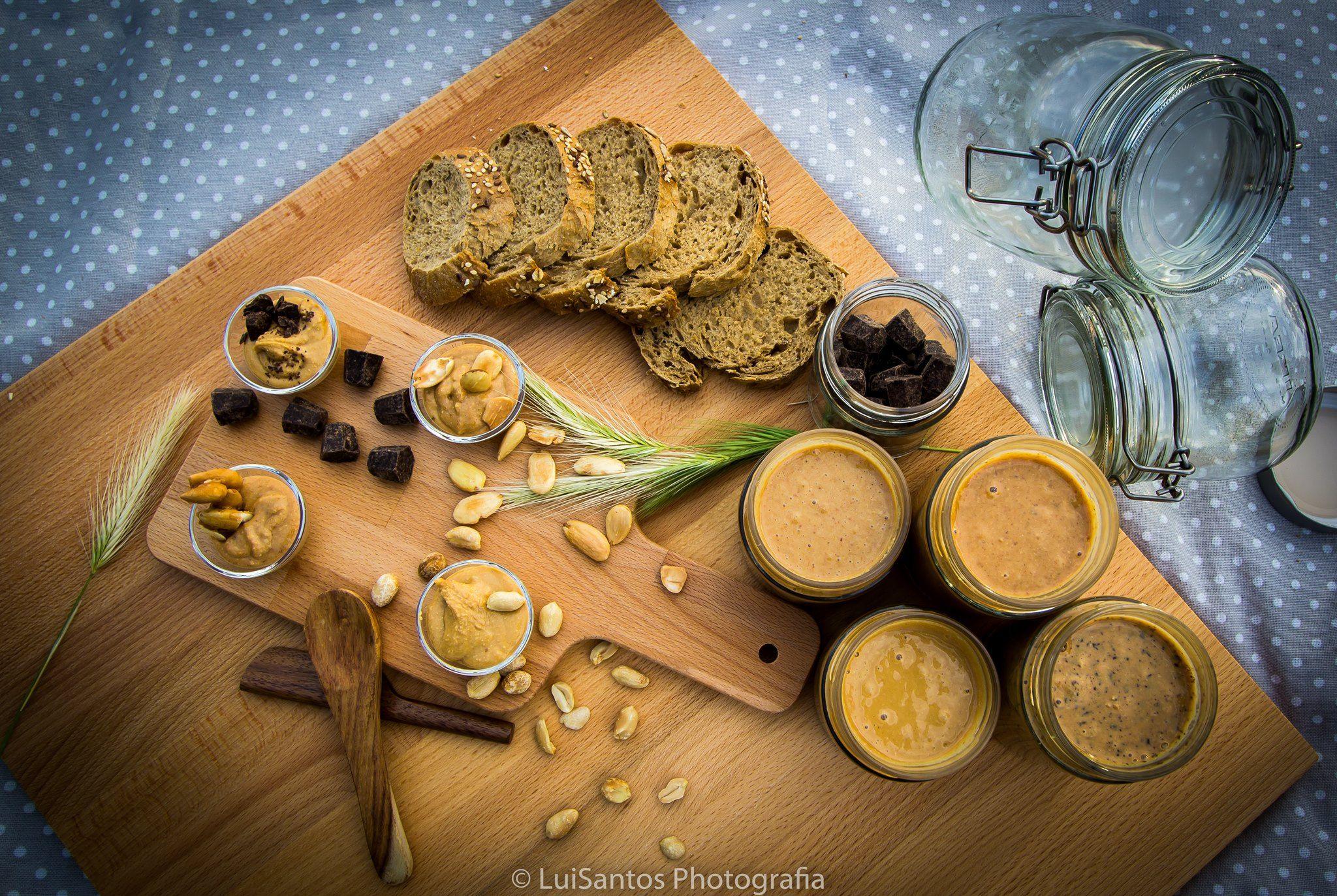 As nossas manteigas... Quer opte pela amendoim pepitas, amêndoa decadente ou puro amendoim/amêndoa, no pão, numa tosta ou simplesmente à colherada, temos a certeza que vai chorar por mais!