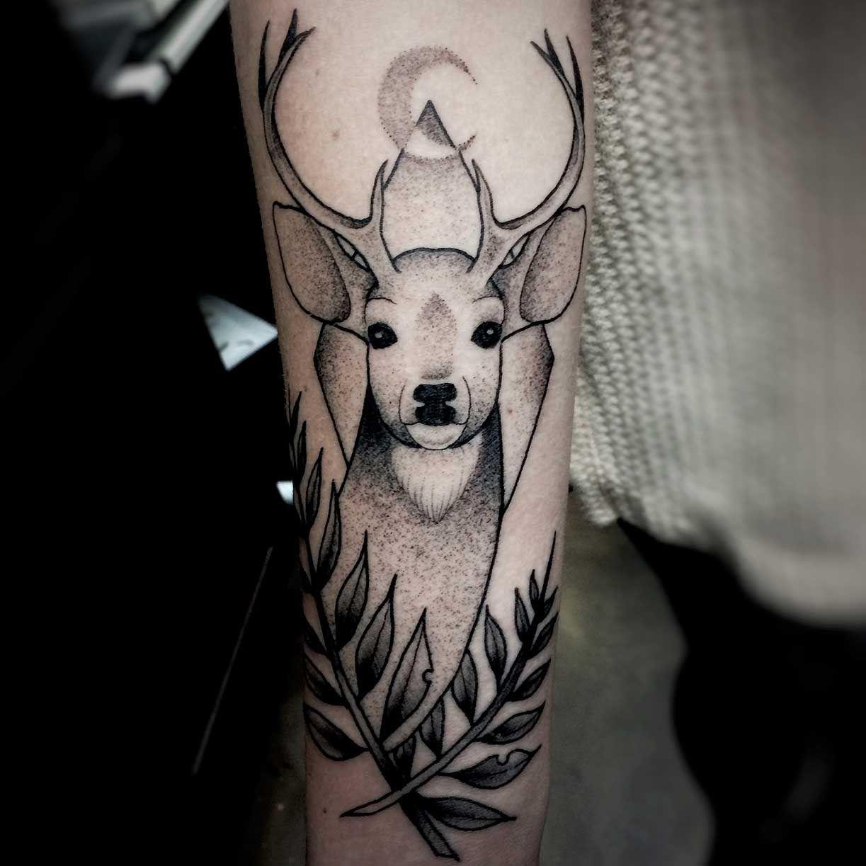 Ian-Spong-Pure-Ink-Tattoo-Deer.jpg (1223×1223)