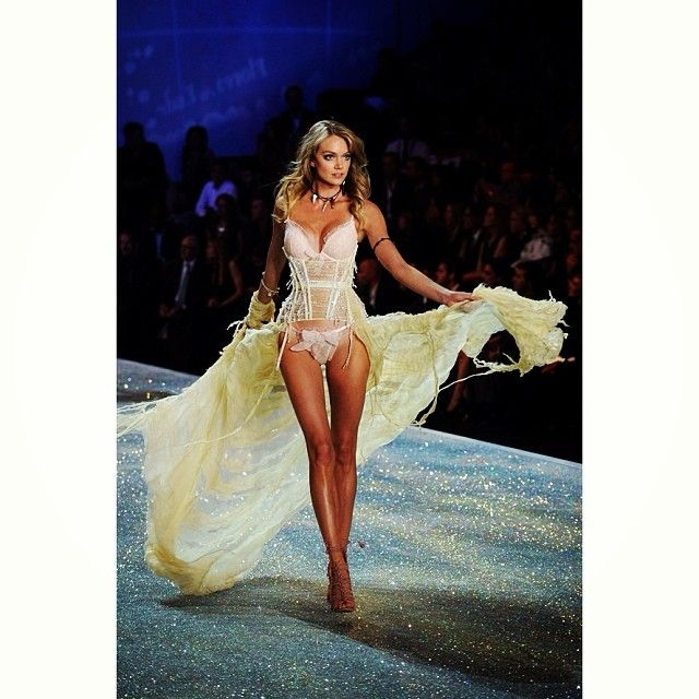 6ab3531c24 The blonde beauty turned heads in the Victoria s Secret annual Fashion Show  this year