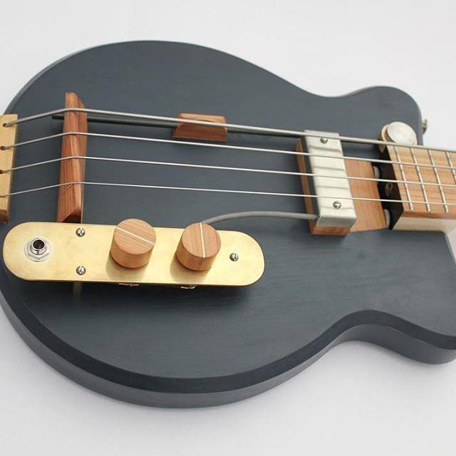 Bass Guitar Gig Bag Bass Guitar Wall Mount Guitar Guitarshow Bassguitar Guitar Custom Bass Guitar Acoustic Bass