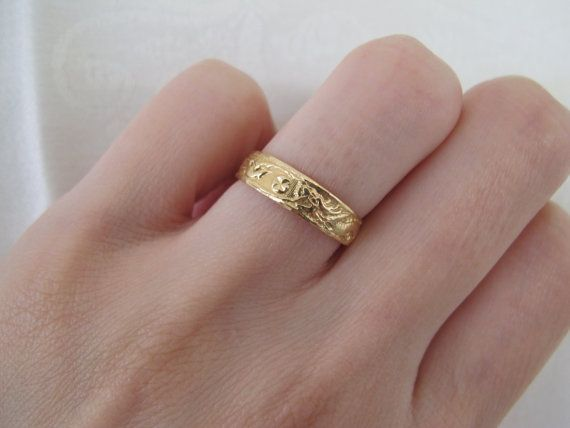 Vintage Chinese Wedding Band Of Phoenix And Dragon In 18k Yellow Gold