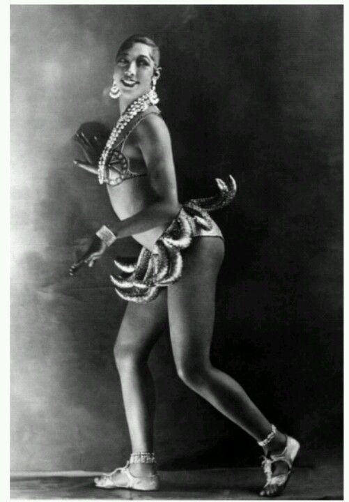 Publicity photo of josephine baker for her famous banana for Josephine baker paris