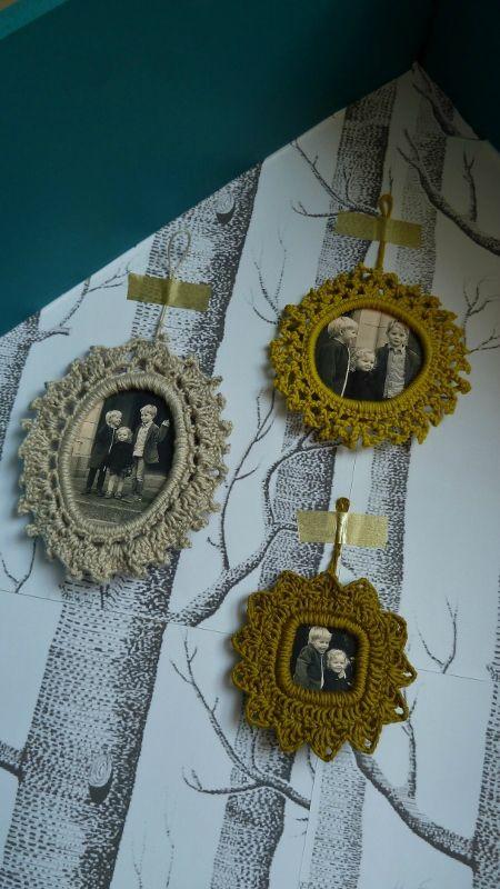 mini cadres au crochet tuto batman et bobines crochet knitting pinterest crochet. Black Bedroom Furniture Sets. Home Design Ideas